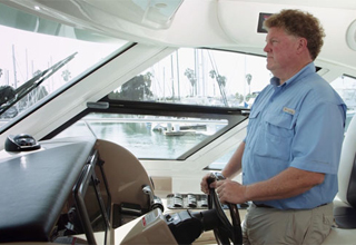 Local Heroes: Raymarine Ambassador Helps with Sea Rescue