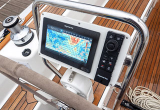 Raymarine LightHouse Bermuda: Superior for Sailors