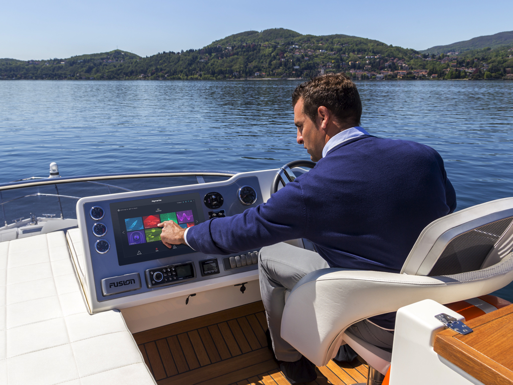 Axiom XL - Open Cockpit | Raymarine - A Brand by FLIR